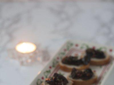 Canapés de níscalos con sobrasada. Receta de Navidad