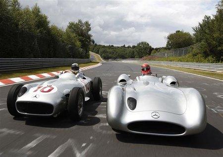 GP de Alemania F1 2011: vídeo del paseo de Michael Schumacher y Nico Rosberg con el coche de Fangio