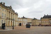 Copenhague: Cambio de guardia en Amalienborg
