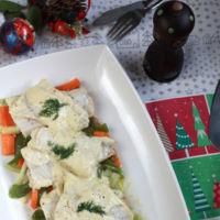 Abadejo en salsa blanca con verduras. Receta ligera para Navidad