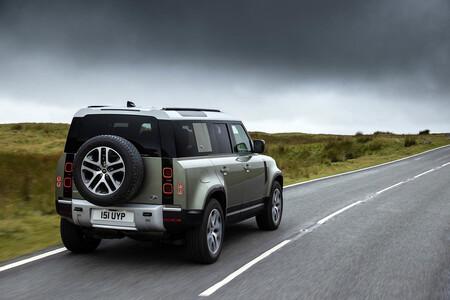 Land Rover Defender P400e: el mítico todoterreno es ahora un híbrido enchufable con 404 CV y etiqueta CERO desde 74.200 euros