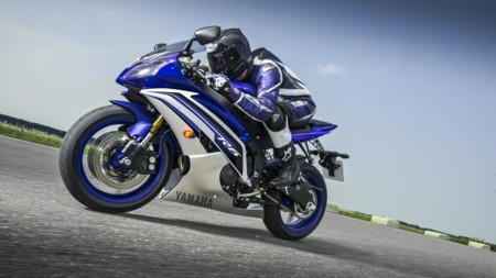 2016 Yamaha Yzf R6 Eu Race Blu Action 005