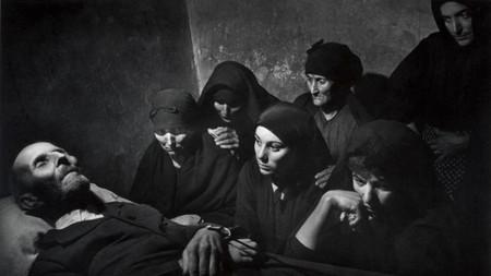 La increíble y cierta historia de Josefa Larrá, cuya vida cambió por una fotografía de Eugene smith en Deleitosa