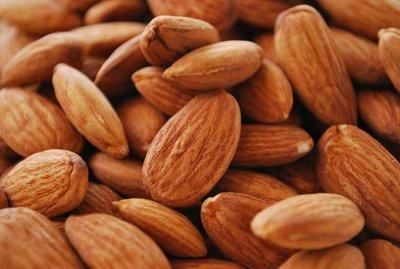 Análisis nutricional de una porción de almendras