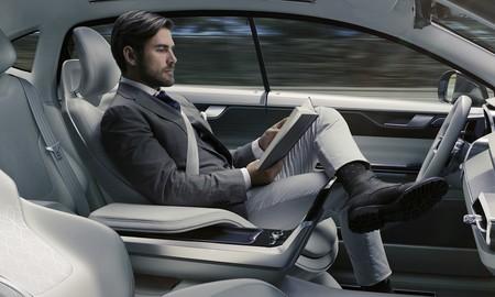 Los vehículos autónomos podrían requerir un nuevo tipo de permiso de conducción, según un informe