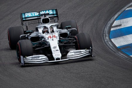 Lewis Hamilton aprovecha otro ridículo de Ferrari para llevarse la pole position en Hockenheim