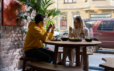 """Aceptar una cita que no te interesa sólo para comer gratis: el arte de las """"foodie calls"""""""