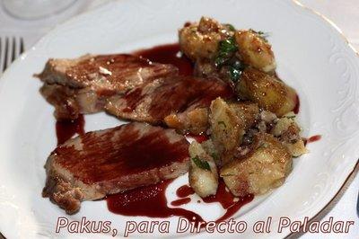 Receta de presa de cerdo ibérico con salsa de vino y frutos rojos