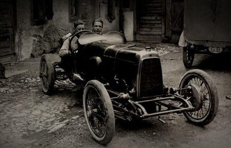 Aston Martin, primer vehículo de competición