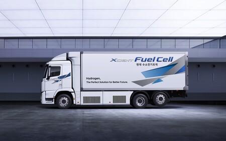 Hyundai Xcient Fuel Cell 2021 1