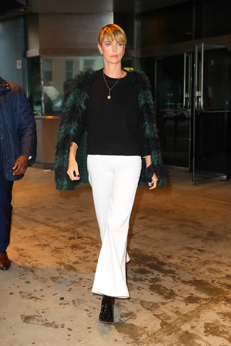 charlize theron look bombshell