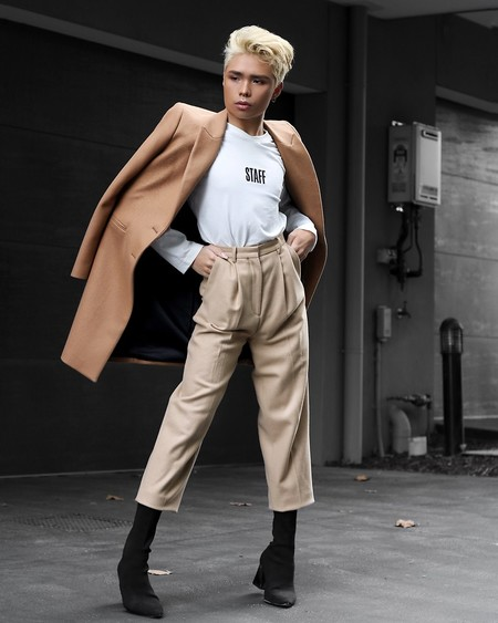 El Mejor Street Style De La Semana Las Calles Comienzan A Vestirse De Camel Para El Otono 08