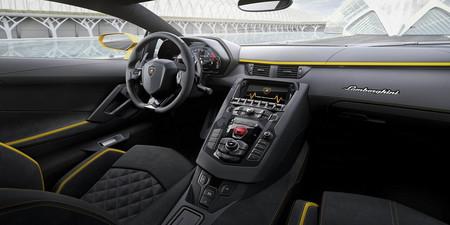 Lamborghini Aventador S 2017 interior