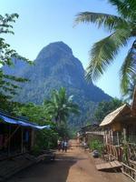 China y Tailandia unidas por ruta asfaltada a través de Laos