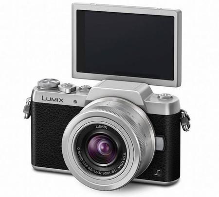 Lumix GF7, la cámara sin espejo de Panasonic pensada para selfies