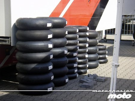 ¿Por qué son más baratos los neumáticos asiáticos? Porque son ilegales