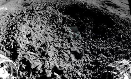 """La primera imagen en la que podemos ver del material """"similar a un gel"""" hallado en la cara oculta de la Luna"""
