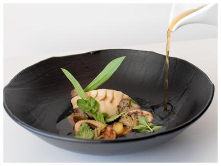Foto 03 Dumpling De Oso Pasta De Castanas Platano Asado Y Caldo De Setas