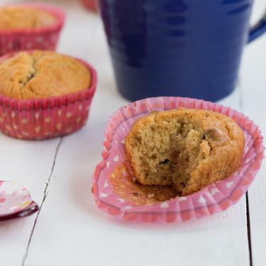 Magdalenas de crema de cacahuete y chips de chocolate, una receta sorprendente para el desayuno o la merienda