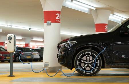 Interoperabilidad y más claridad para el usuario: así queda la regulación española de los puntos de carga de coches eléctricos