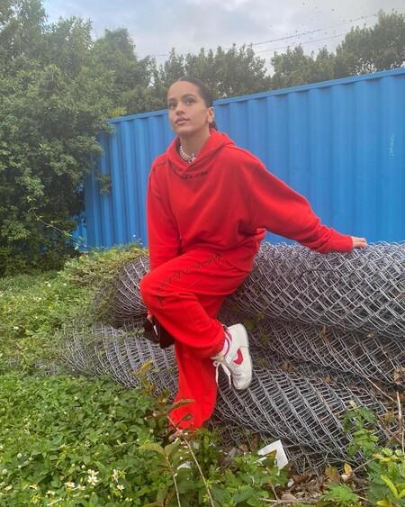 Rosalia Estilismo Chandal Rojo 02