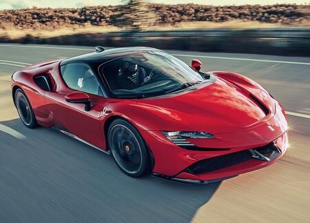 Ferrari lanzará su primer auto eléctrico antes de terminar la década, además de otros híbridos