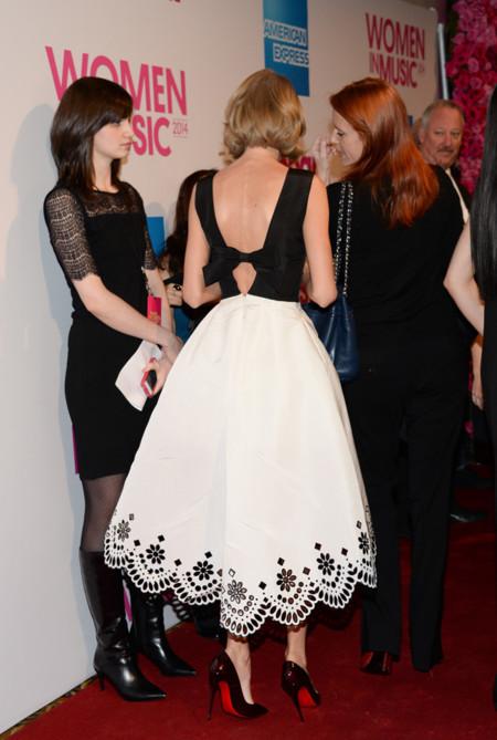 Taylor Swift Look Oscar De La Renta espalda