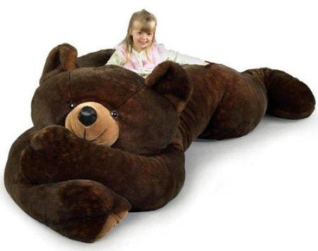 Una cama para peques, que es un oso de peluche gigante
