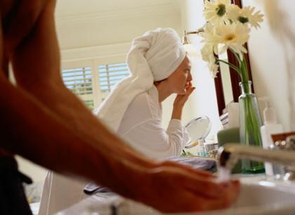 Cinco trucos que agrandarán tu baño