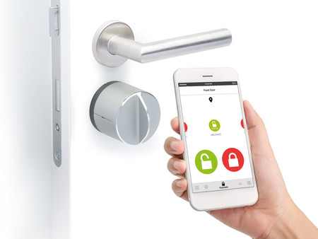 Ya no necesitas llevar siempre las llaves encima para abrir la puerta de casa con cerraduras electrónicas cómo esta de Danalock
