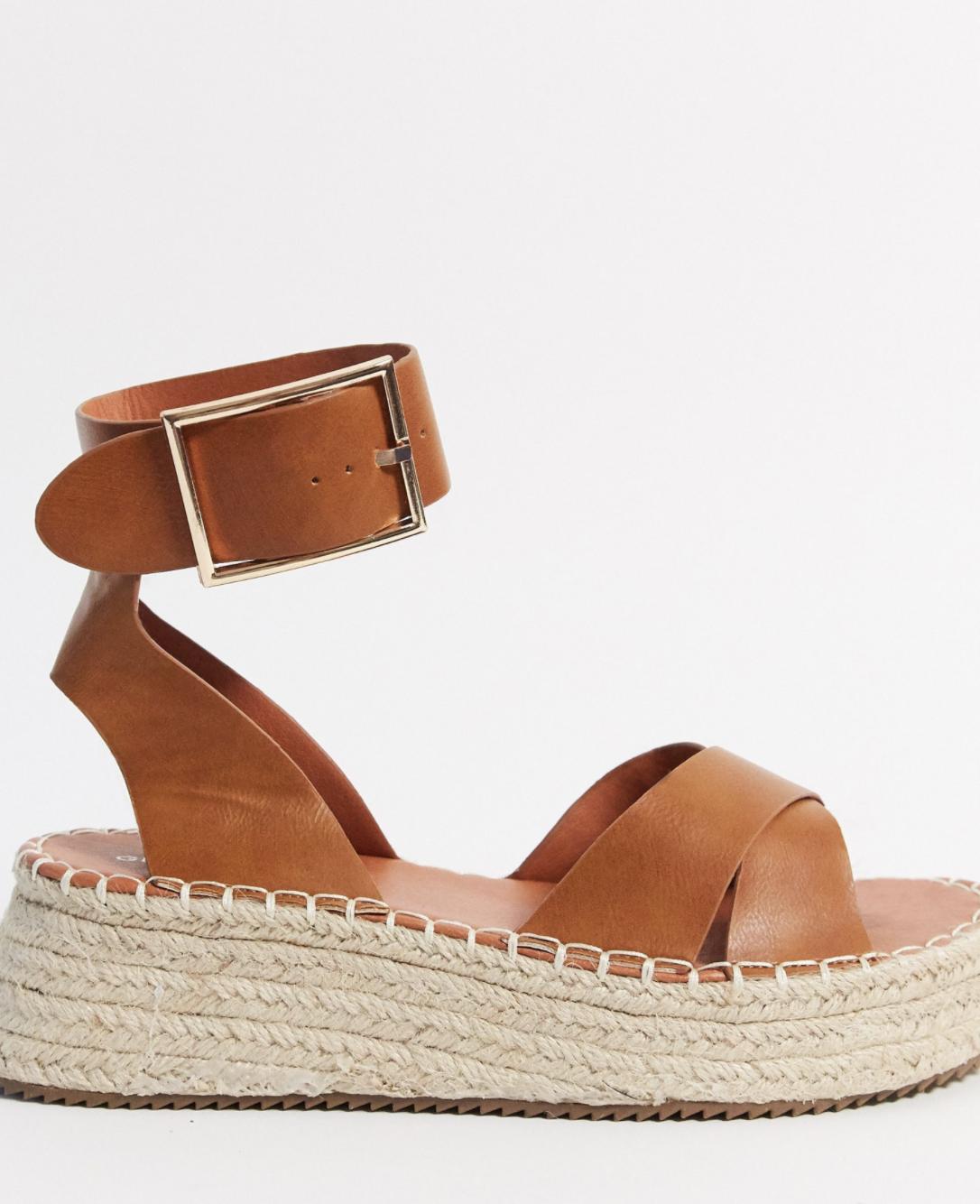 Sandalias de plataforma con diseño estilo alpargata en color tostado de Glamorous
