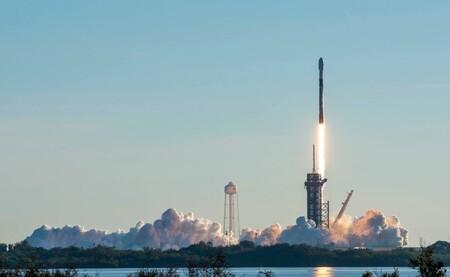 SpaceX superó la barrera de los 1,000 satélites Starlink en órbita para llevar internet a todo el planeta: el primer envío del 2021 fue un éxito total