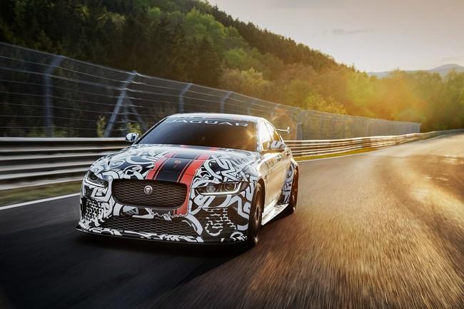 Este Jaguar XE SV Project 8 es el Jaguar de serie más potente de la historia... ¡con 600 CV!