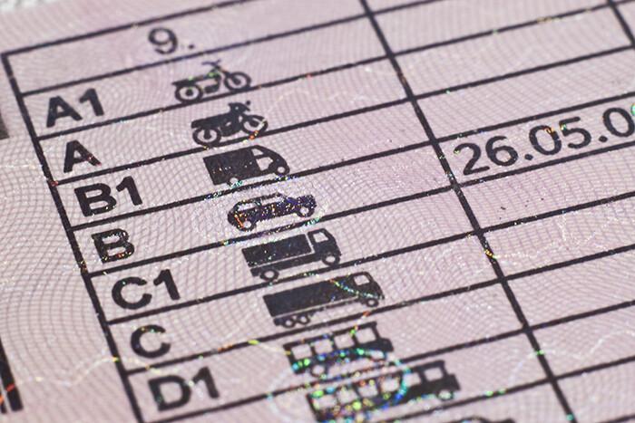 Detienen a más de 800 personas que intentaban canjear carnets de conducir venezolanos falsos por permisos españoles