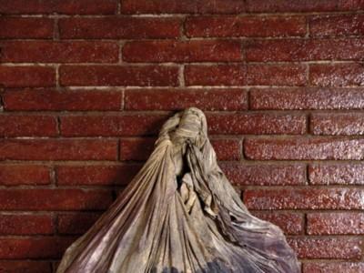 Del objeto a la escultura, la obra de Tàpies llega al Guggenheim de Bilbao