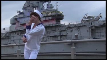 Marc Jacobs y peSeta vuelven a colaborar y crean una mochila marinera
