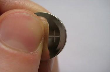 Pilas de botón: fuera del alcance de los niños