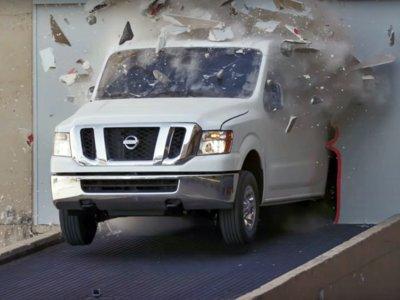 Cuidado, Ken Block: ¡las furgonetas blancas también hacen gymkhanas!