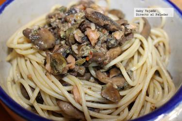 Receta: Pasta con champiñones, ostiones y un toque de chile al vino blanco