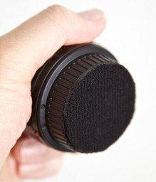 Truco: ponle velcro a las tapas de tus objetivos para optimizar el espacio de tu bolsa