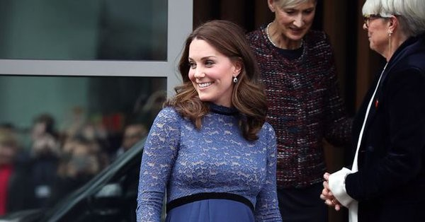 Kate Middleton tiene el perfecto look de invitada pre-mamá