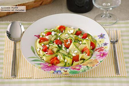 Falsos pappardelle de calabacín con tomatitos salteados y queso de cabra