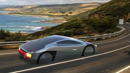 A menos de que caiga otro meteorito apocalíptico, nunca te quedarás sin carga en este auto eléctrico