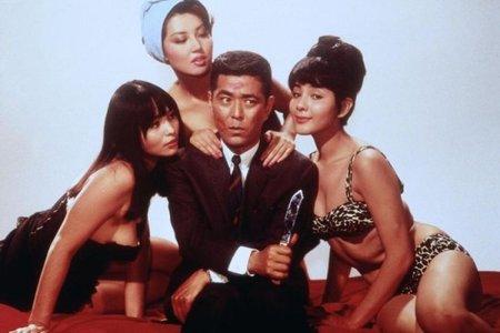 Tatsuya Mihashi y las chicas de la película original japonesa,