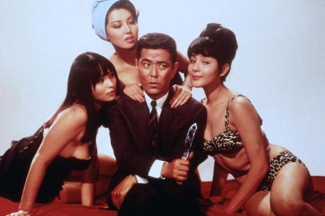 Tatsuya Mihashi y las chicas de la película original japonesa, 'Kagi no Kagi'