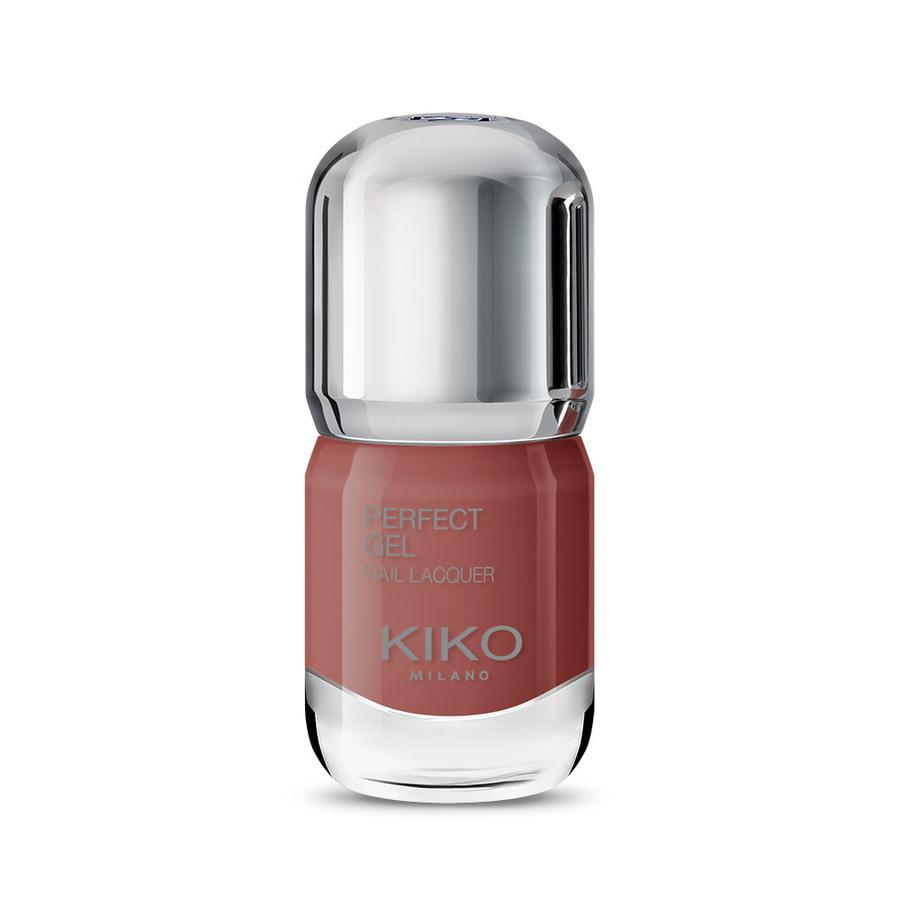 Esmalte de uñas en tono Brick
