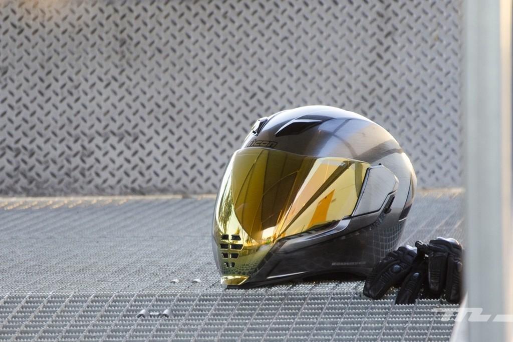 ¿Me pueden multar por usar un intercomunicador en moto?