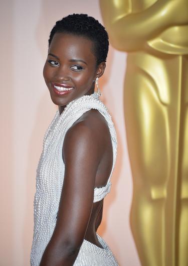Devuelven el vestido de Lupita Nyong'o, las perlas de los 150.000 dólares eran falsas