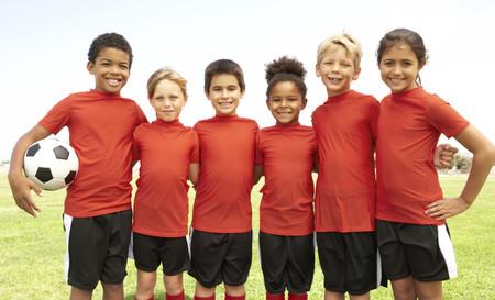 Diez reglas para padres que ven jugar al fútbol a sus hijos