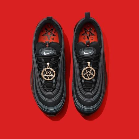 Deportivas Nike Satan